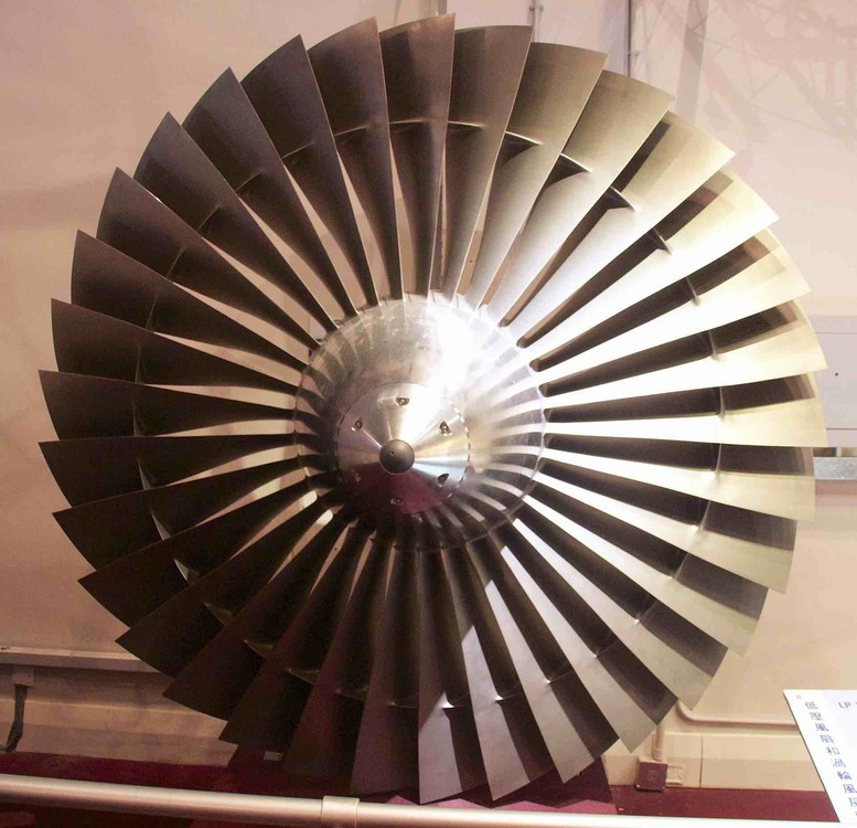 1920px-Rolls_Royce_RB211_Turbofan_engine_low_pressure_(LP)_fan.thumb.jpg.649c9d3858cc326ce1363dc1a279508e.jpg