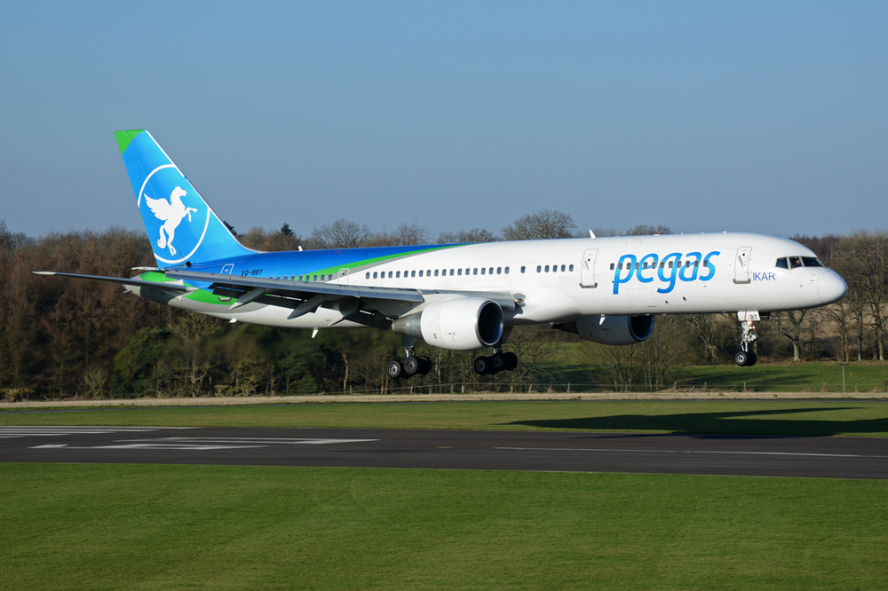 Pegas_Touristik_(Ikar_Airlines)_Boeing_757-2Q8.jpg