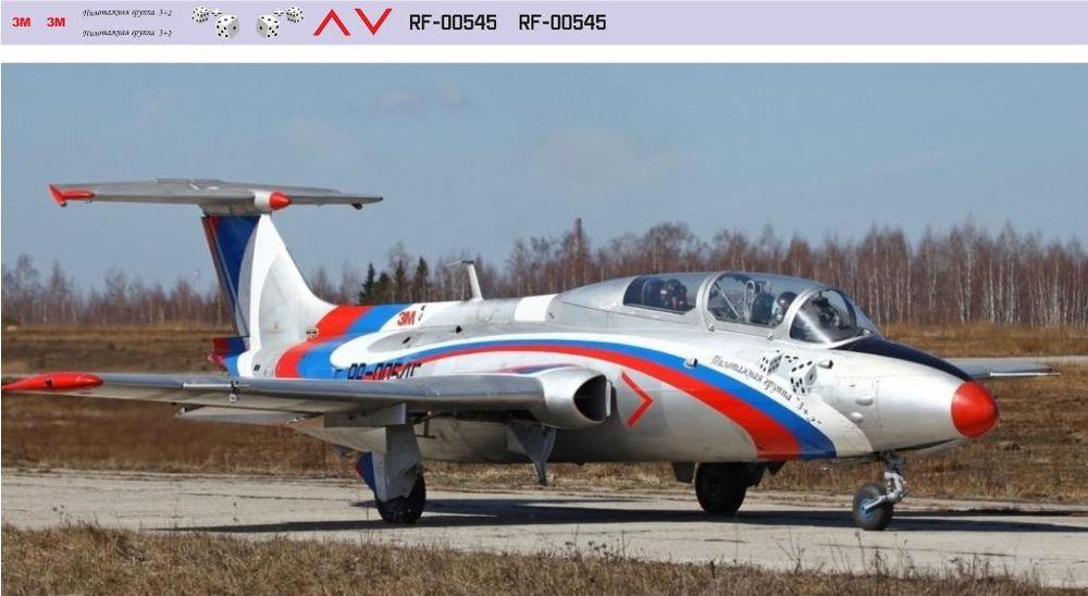 L-29 пилотажная группа 3+2  1-72.jpg
