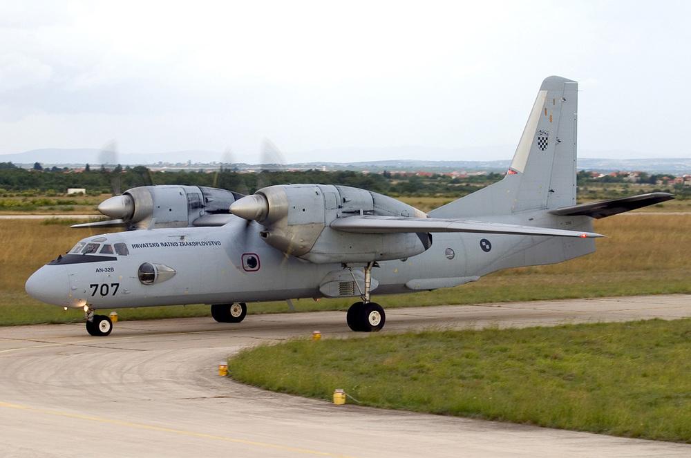 03_An-32B_Croatia_Air_Force_2005.thumb.jpg.2c5d6a9c75d4807cf2733bfd572d7e46.jpg