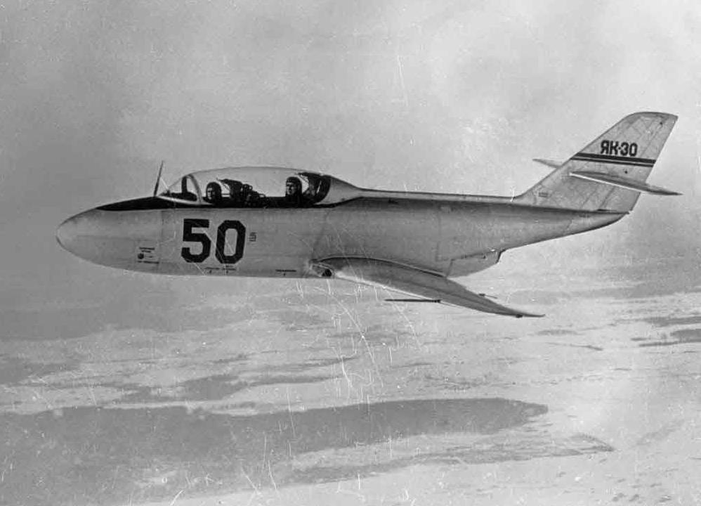 14.YAk-30-v-polete..jpg