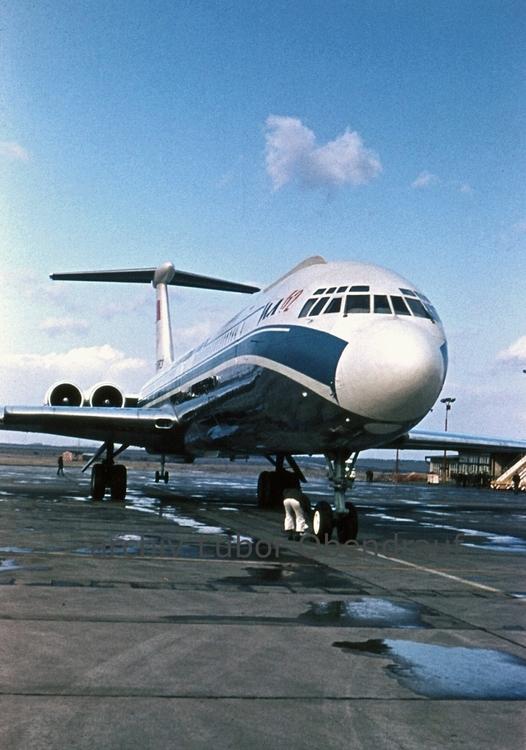 Iljuschin-IL62-SU-86663-Prague-1967-.jpg